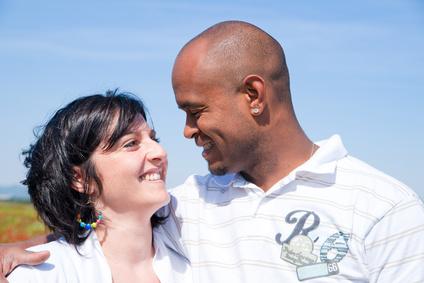 couple mixte amoureux